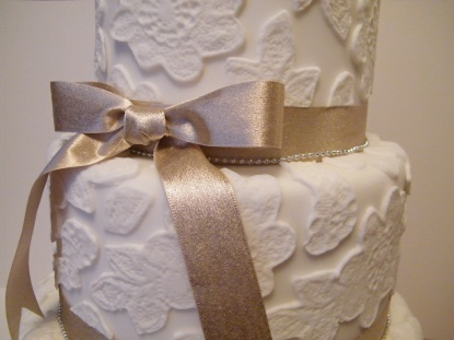 White and gold lace design wedding cake